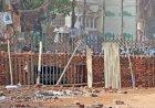 হাটহাজারিতে সড়কে দেয়াল, ভোগান্তিতে মানুষ