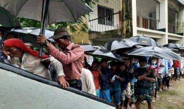 ইউপি নির্বাচন : বৃষ্টি উপেক্ষা করে ভোটারদের দীর্ঘ সারি